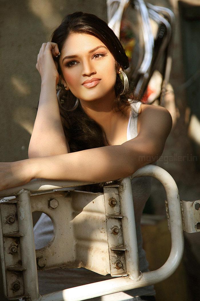 Alisha Song Lyrics of Pyaar Impossible : glamsham.com