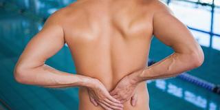 O que causa lesões de natação?