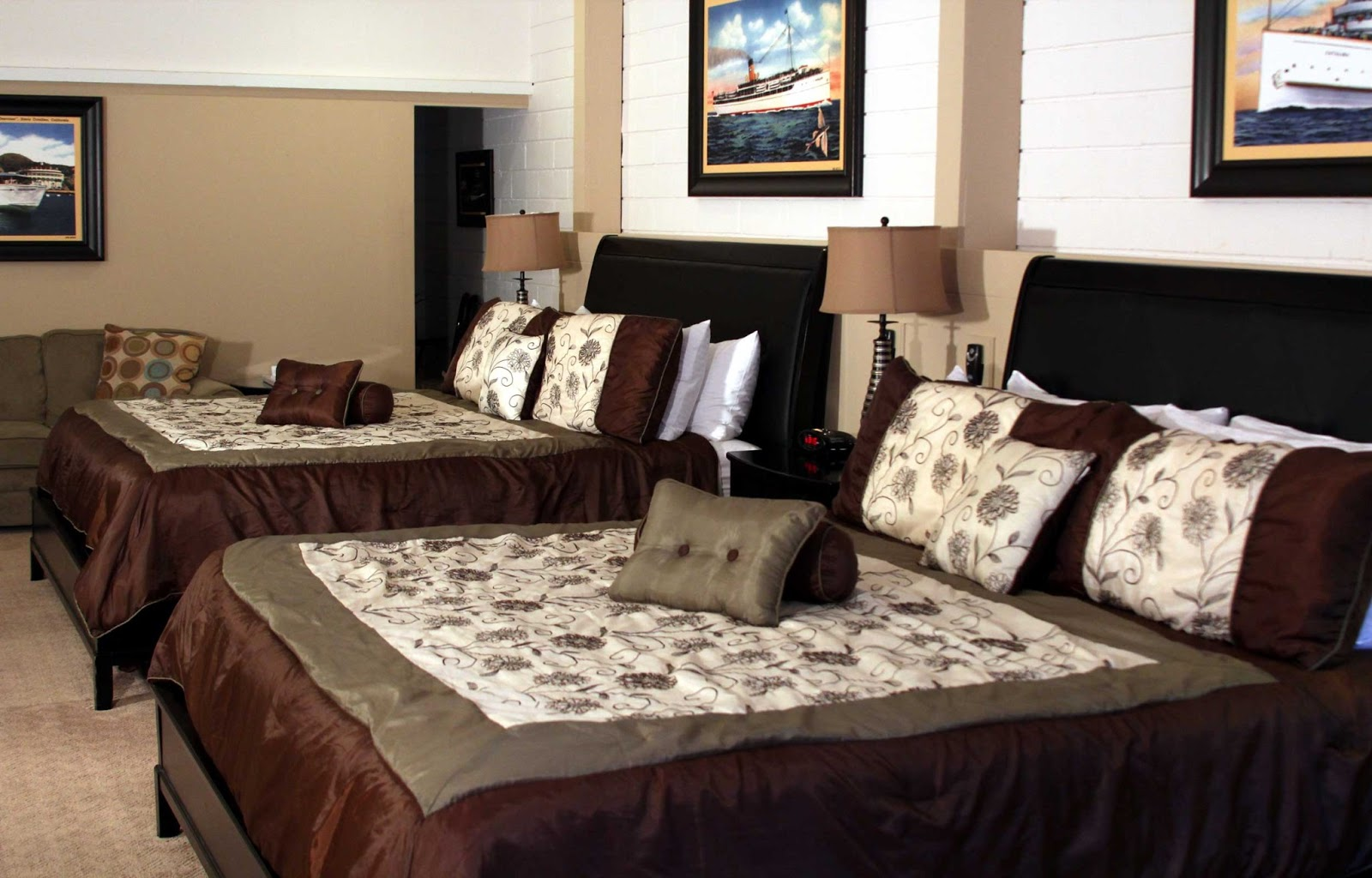Hotel catalina catalina island large family rooms for Hotels with family rooms for 5