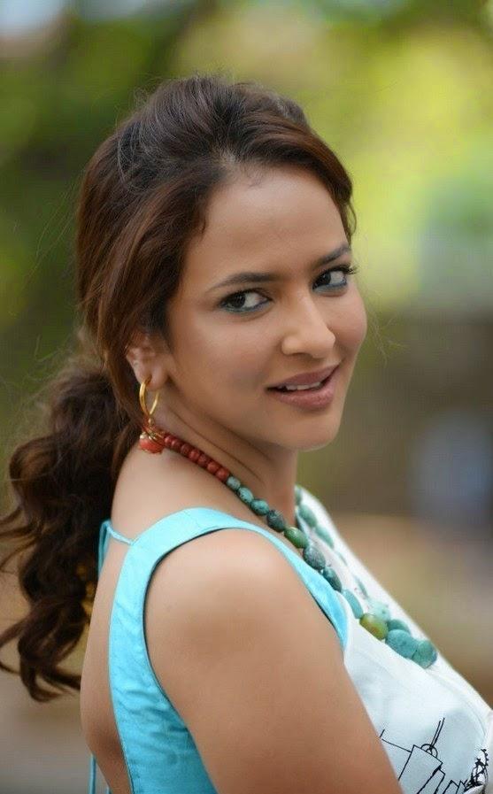 Manchu Lakshmi In Saree Latest Stills