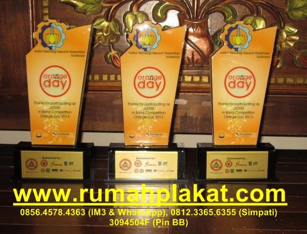 harga trophy akrilik, contoh piala acrylic, gambar desain piala bahan akrilik, 0856.4578.4363, www.rumahplakat.com