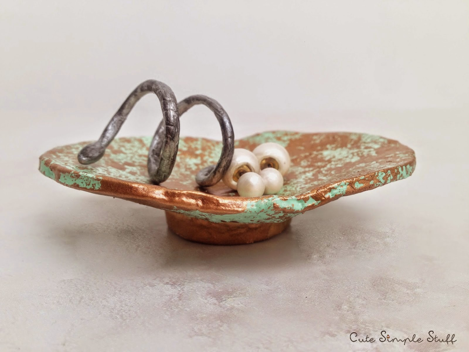 http://www.cutesimplestuff.com/2015/04/diy-jewelry-dish-using-polymer-clay.html