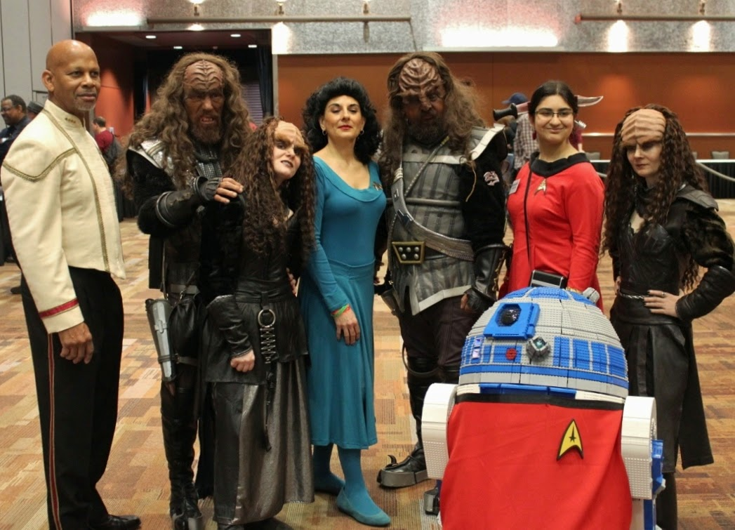 R2-D2 with Star Trek Cosplay Cosplayers