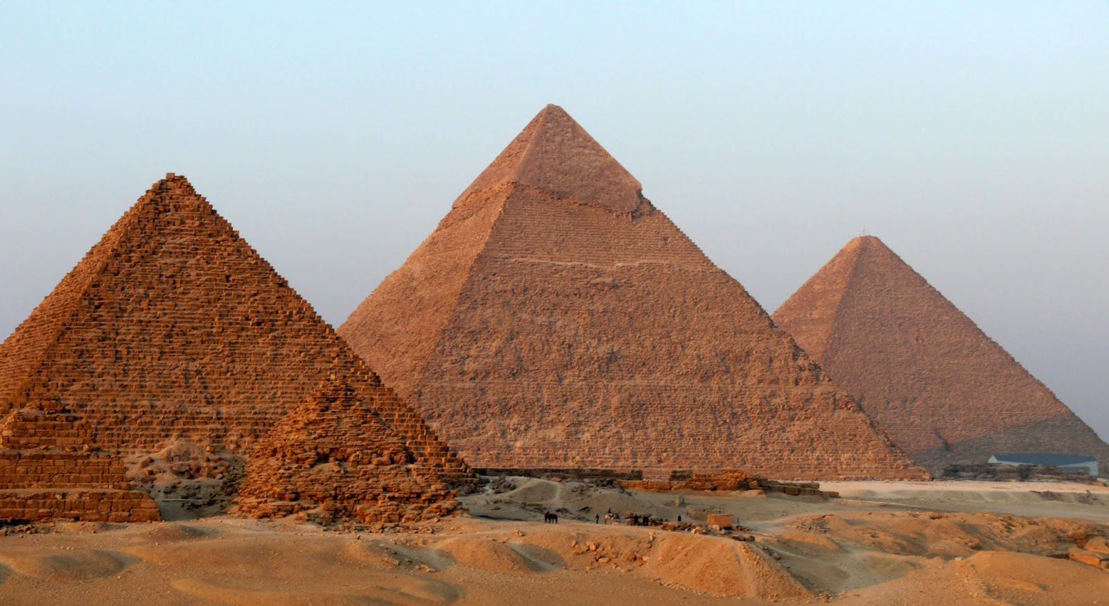 Giza pyramid vandalized to prove 'alien theory'