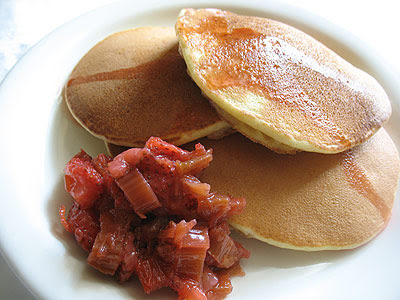 rhubarb pancakes with sauce