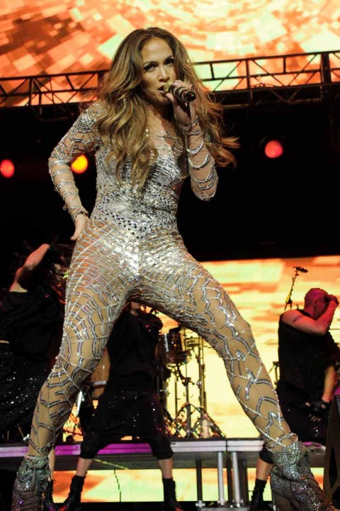 "Jennifer Lopez Is A Glittery Ball Of Perfection At The ""Wango Tango"" Concert"