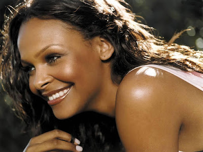 Samantha Mumba Lovely Smile Wallpaper
