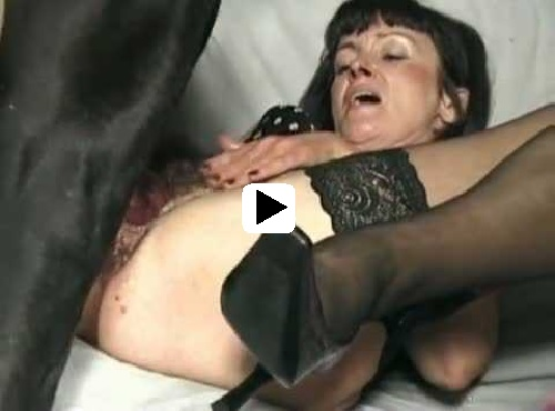 2 mature ladies lick finger and fuck 9