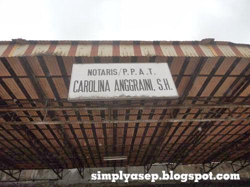 Inilah foto gedung Notaris kami ibu Carolina Anggraini SH.  Segala urusan jual beli dan balik namanya di notaris kami dan atau notaris lain sesuai kesepakatan.  Foto Asep Haryono