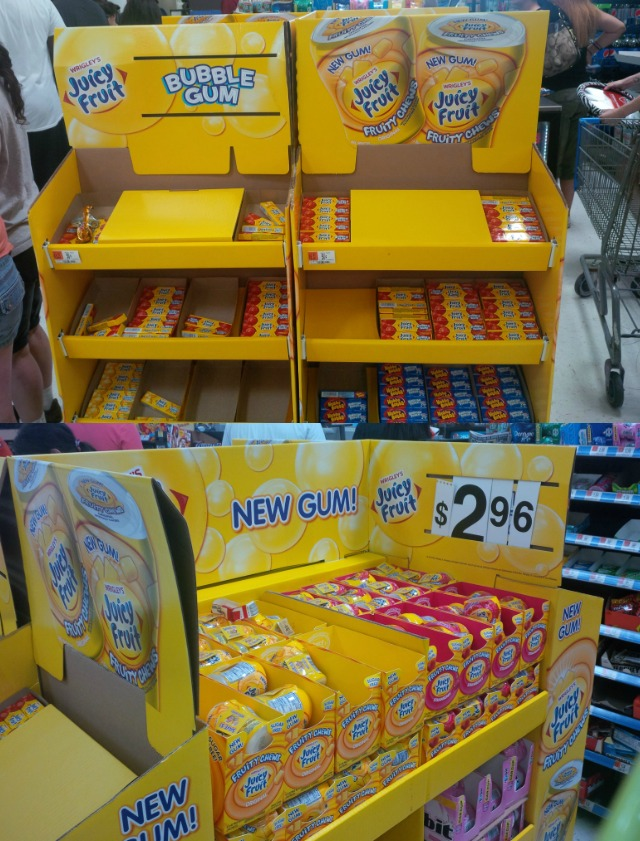 #JuicyFruitFunSide #CollectiveBias Juicy Fruit Fruity Chews Bubble Gum new display at Walmart