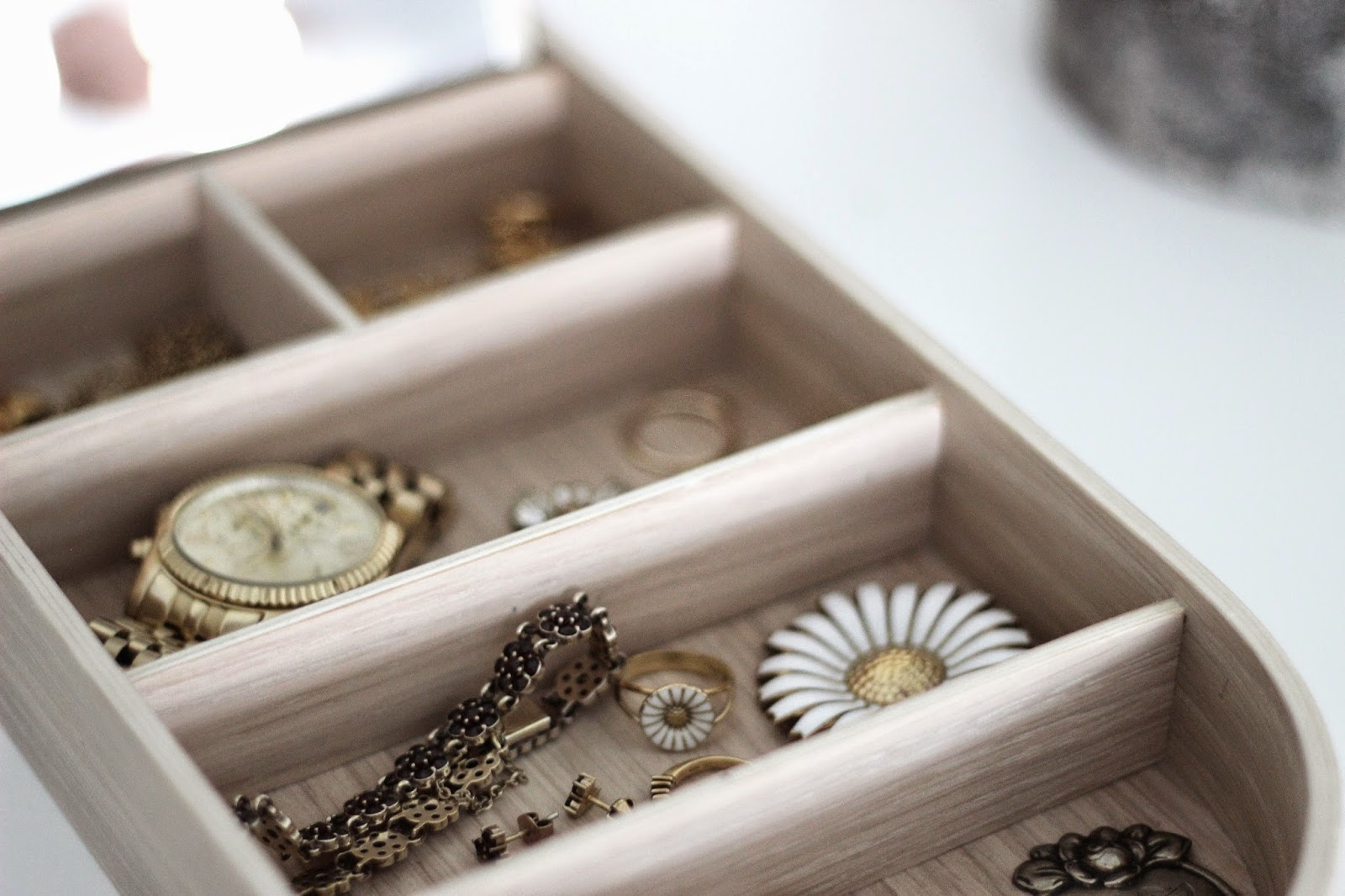 New in: minimalistic jewellery box from Menu via http://www.scandinavianlovesong.com/