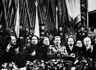 """""""Conversación entre Stalin y Mao Zedong en diciembre de 1949"""" - publicado en febrero de 2013 en el blog """"Crítica marxista-Leninista"""" - contiene link de descarga de los Discursos de Mao en la Conferencia de Moscú en 1957 Stalin+con+Kaganovich,+Mao,+Bulganin,+Vishinsky,+Jruschov+-+Dic+1949"""