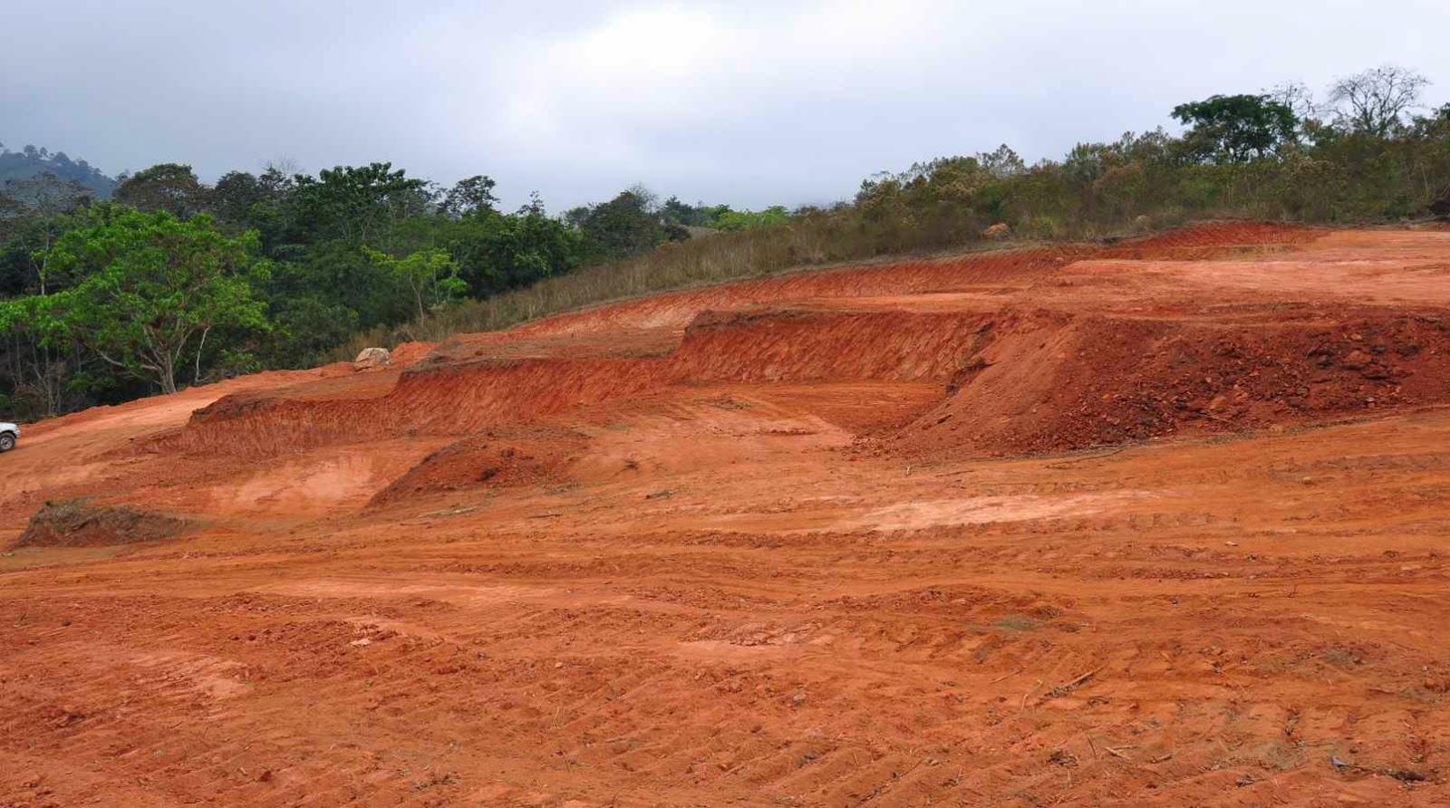 Terreno y Derecho de superficie y construccion