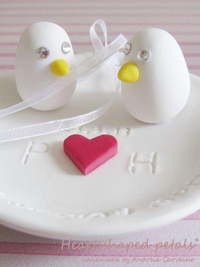 pratinho porta alianças com passarinhos e coração