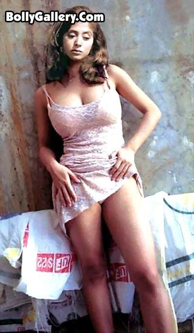 urmila-sexy-arsch-rasierte-sexy-vagina