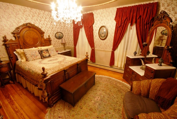 Victorian era bedroom furniture light wood elegant classic for Victorian house bedroom ideas