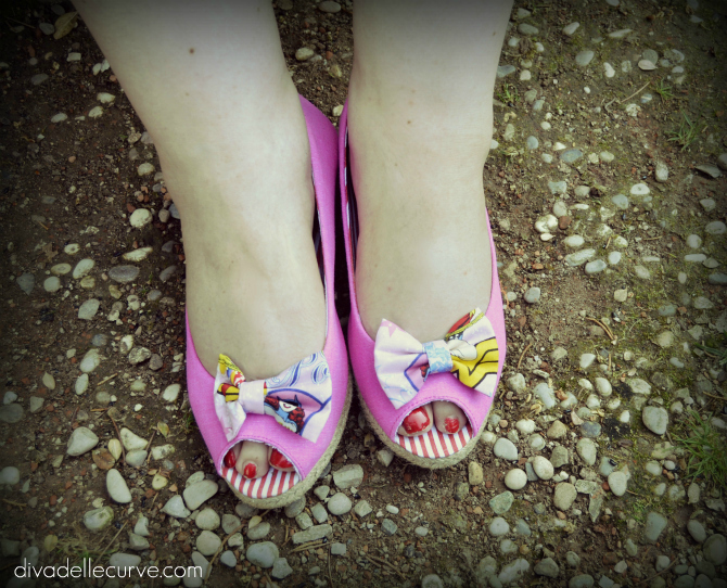 espadrillas open-toe rosa con fiocchetto comics