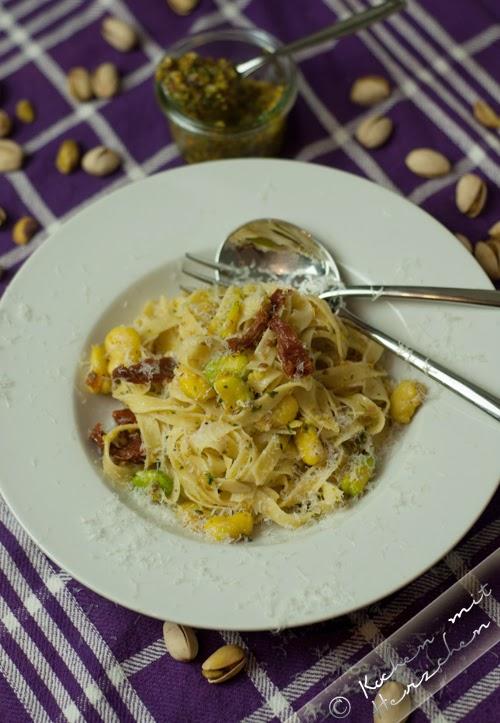 Frische Pasta mit dicken Bohnen und Pistazienpesto