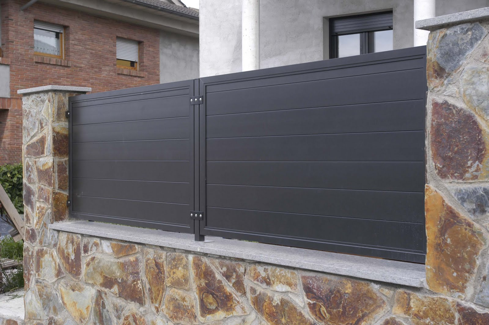 Aluminios clades vallas cancelas y puertas de exterior - Puertas para vallas ...