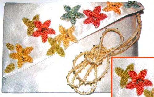 Летняя сумочка-клатч с отделкой из макраме