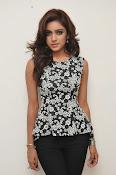 Vithika sheru latest glam pics-thumbnail-14