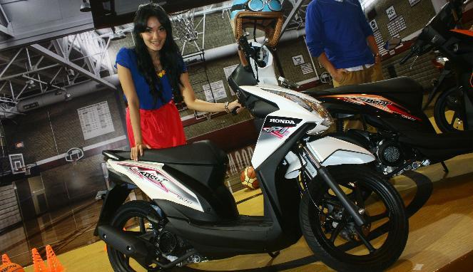 Astra Honda Motor kembali meluncurkan skuter matik (Skutik  title=