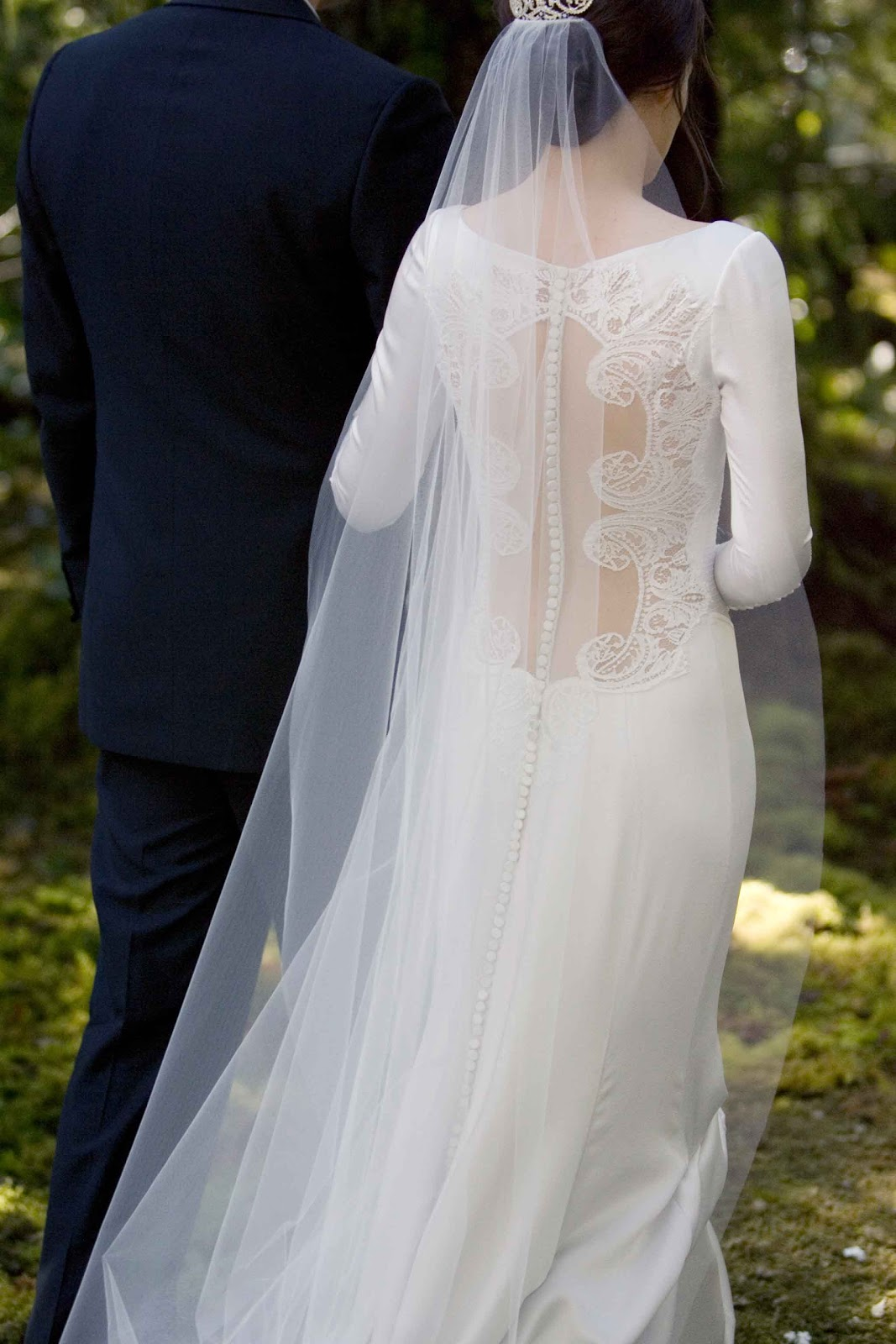 Something to muse about images of bellas wedding dress summit has released today more images of the caroline herrera dress that kristen stewart wore in twilight breaking dawn part one junglespirit Images