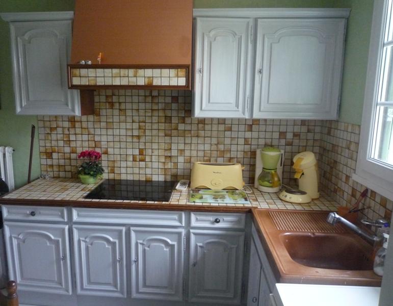 Amazing obtenu grce aux conseils de on changera le plan de travail avec un gris plus soutenu une for Peindre meubles cuisine vernis