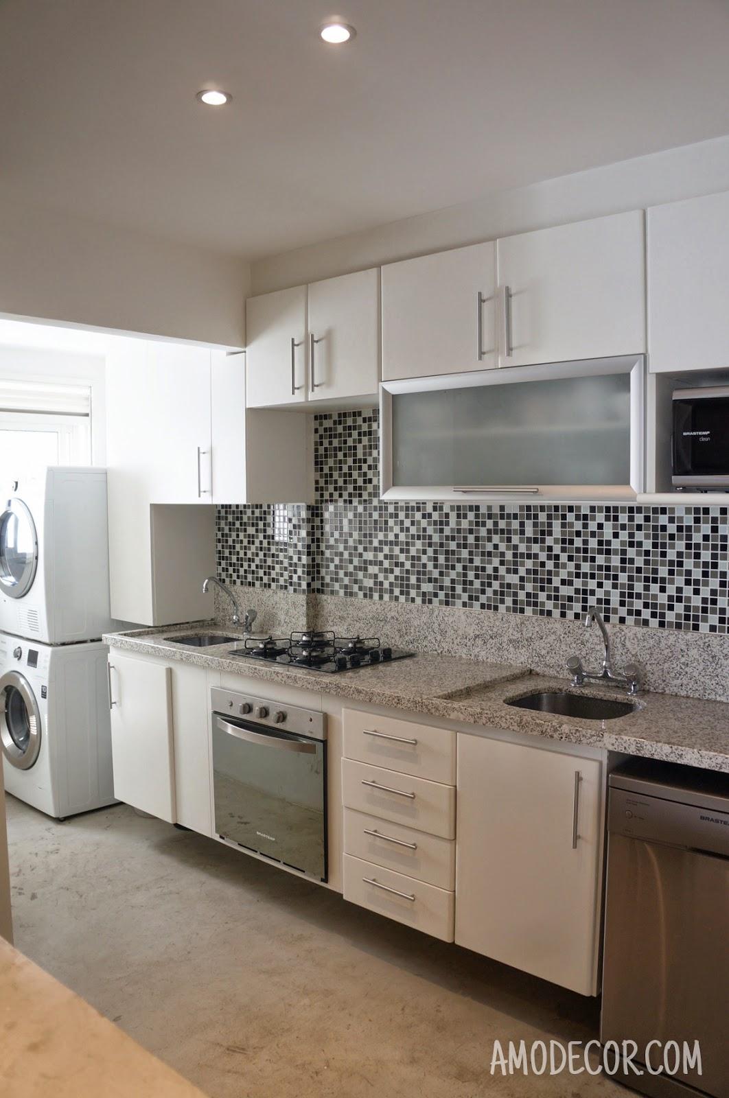 projeto tem marcenaria que comporta cooktop forno elétrico e lava  #80644B 1062 1600
