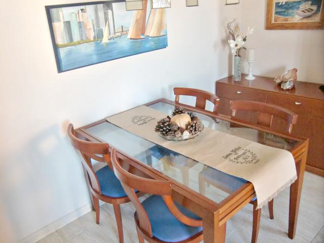 Vicky 39 s home diy camino de mesa de arpillera diy burlap for Como hacer caminos de mesa modernos
