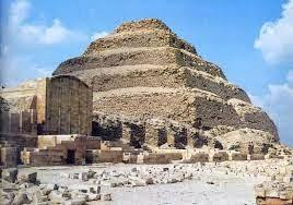 Tumbas e pirâmides o que são?