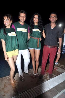 Riteish, Sarah and Neha at photo gallery