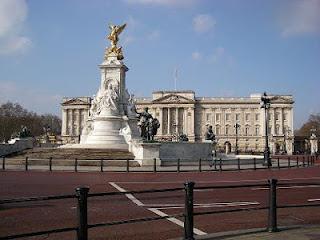 English is funtastic buckingham palace watch the film for Buckingham choice floor plans