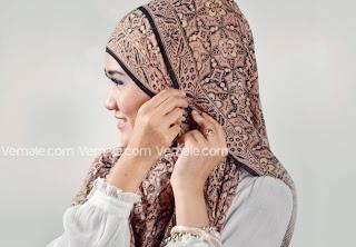 cara+memakai+jilbab+pashmina+(4) Cara Mudah Dan Cantik Memakai Jilbab Pashmina 2014