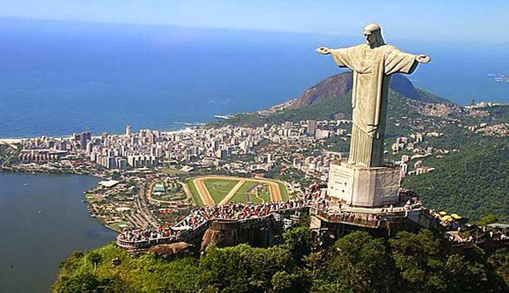 Christ The Redeemer : Christ the redeemer statue on corcovado mountain