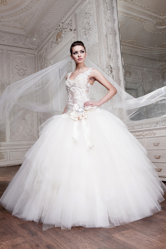 its not too over the top and not too casual therefore it works perfect for a medium sized wedding ball gown