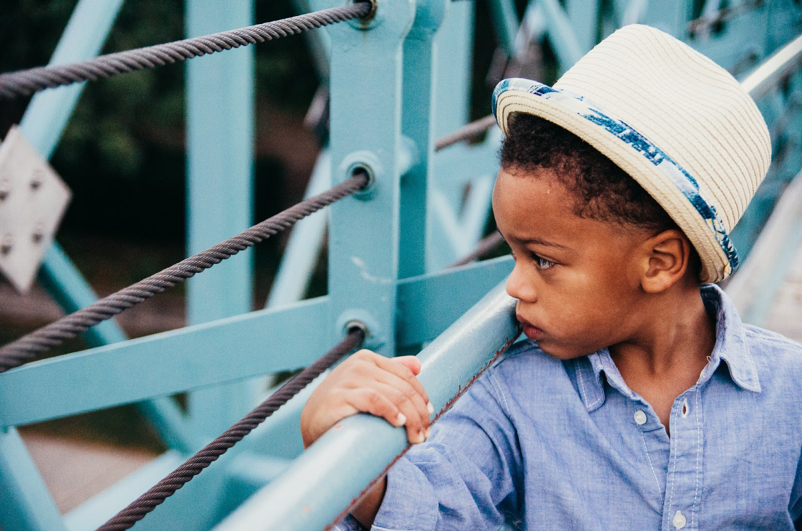 stylish toddler on blue bridge, indianapolis lifestlye family photographer