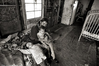 Life at the poverty line in the usa essay
