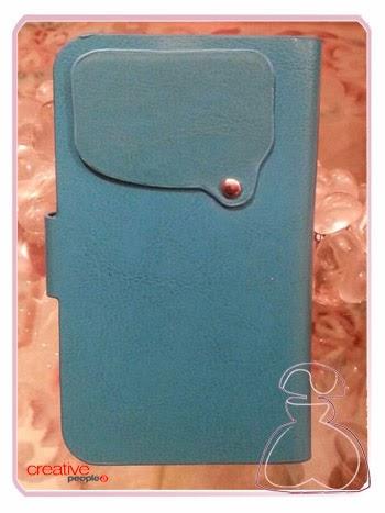 Trasera y cubierta objetivo cámara móvil de la funda universal azul decorada a mano por Sylvia Lopez Morant