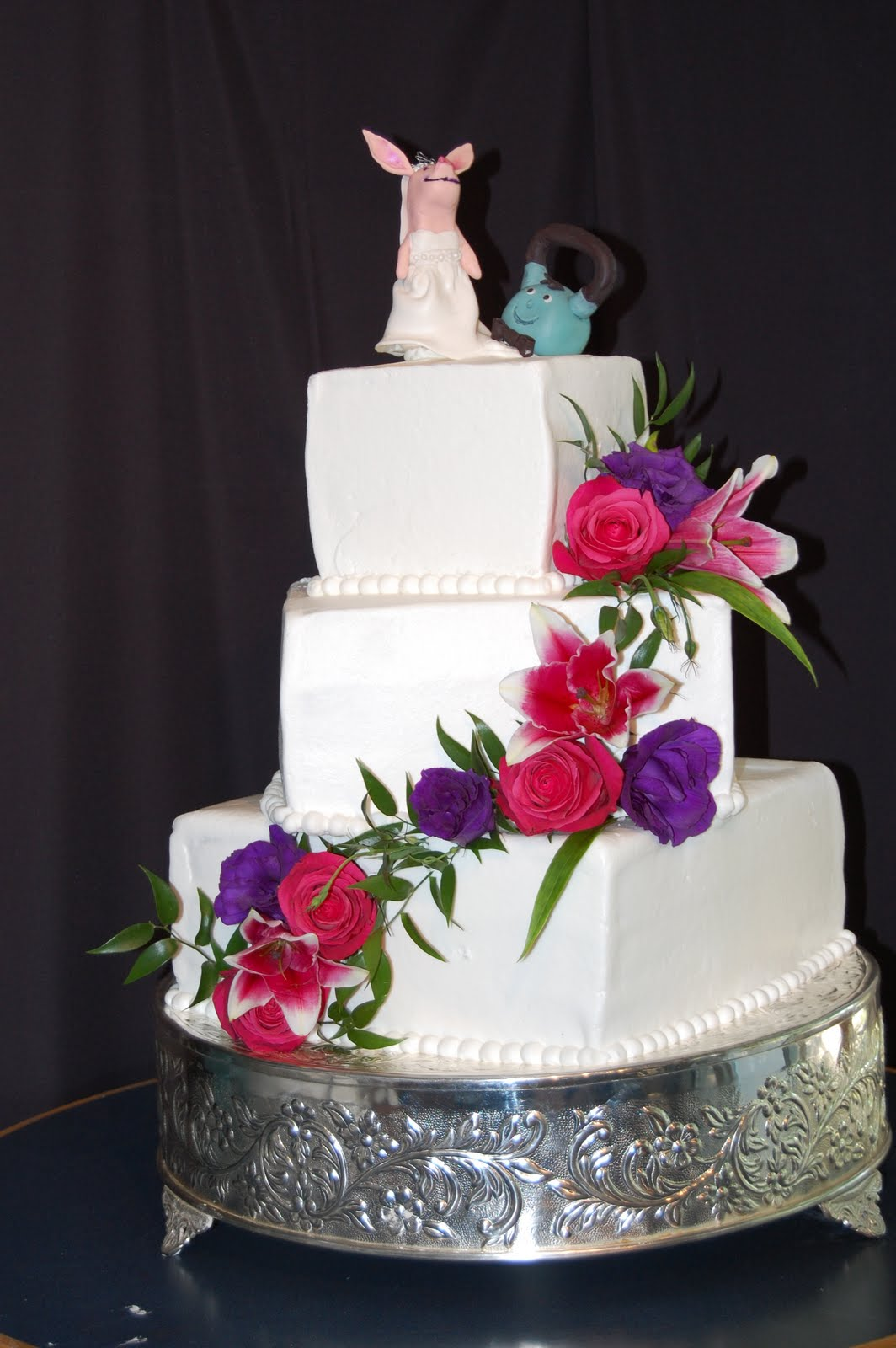 Kims Cake Studio Olivia The Pig And Kettlebell Wedding Cake