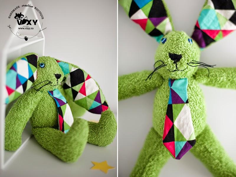 jucarie plus, iepuras plus, iepuras handmade plus, iepuras verde, urechila, vixy.ro, iepuras cu cravata