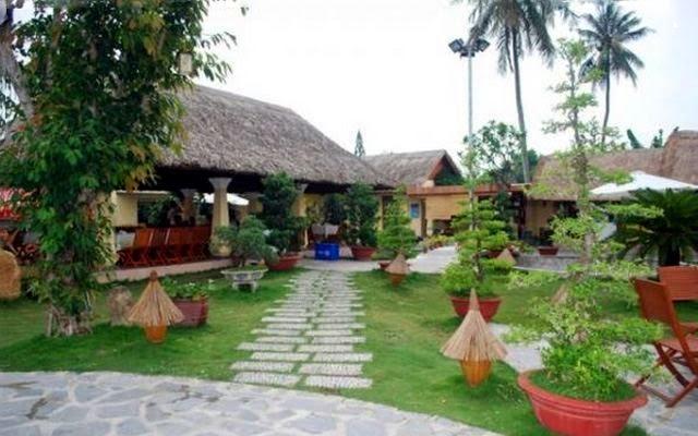 Nhà hàng cơm lam Thôn Việt