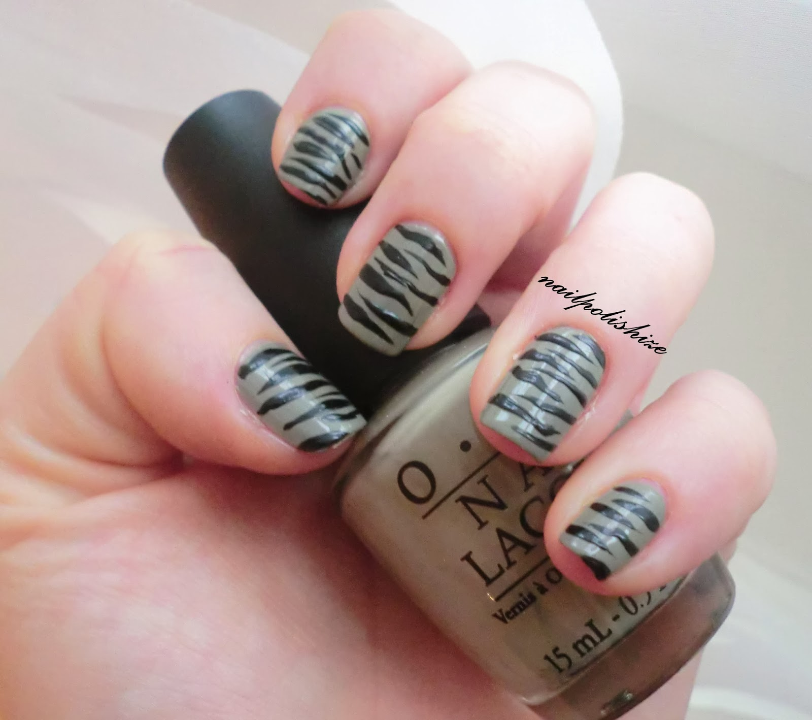 nailpolishize.blogspot.com: ZEBRA Nägel
