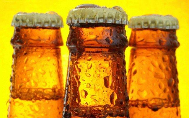 Запотевшая бутылка пива - соблазнительное зрелище, не так ли? Фото