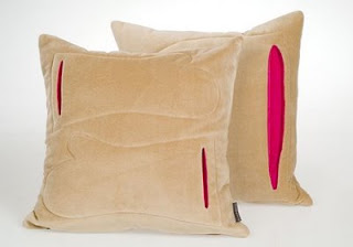 Диванные подушки с карманами для рук и ног