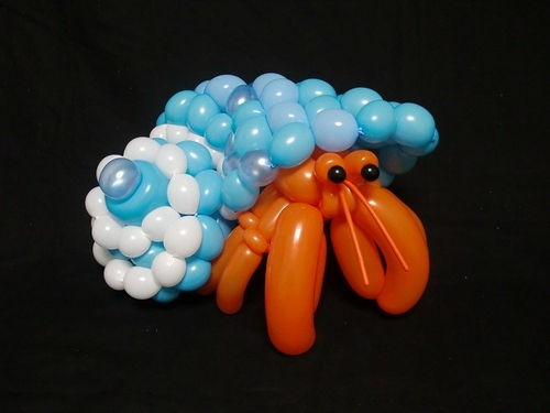 13-Hermit-Crab-Masayoshi-Matsumoto-isopresso-3D-Balloon-Sculptures-Animals-Insects-and-Human-www-designstack-co