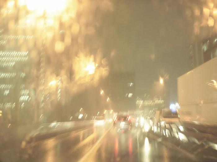 Dicas como dirigir com segurança sob chuva