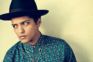 Bruno Mars 2014 - White shirt and black hat