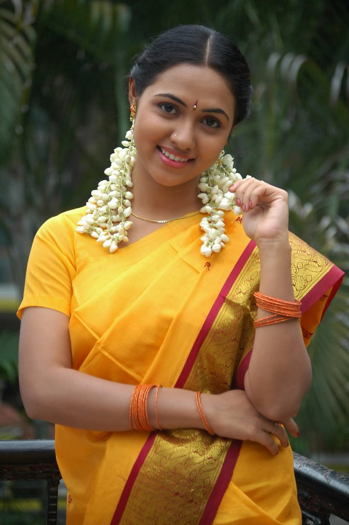 Pixs NATURAL BEAUTY :   tamil STUNNING makeup Heroine TAMIL in GALLERY natural Thamali  Tamil