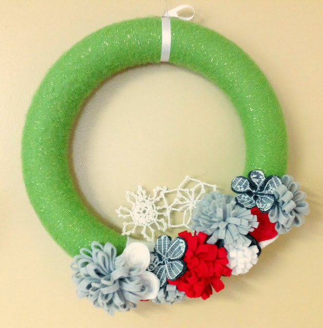 modern christmas theme wreath
